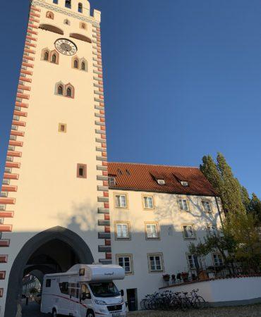 Sunlight Alkoven A70 vor dem Bayertor in Landsberg