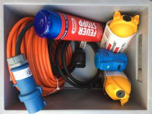 Verlängerungskabel, Feuerlöscher, 2x CEE-Kabel, 2x Schutzbox